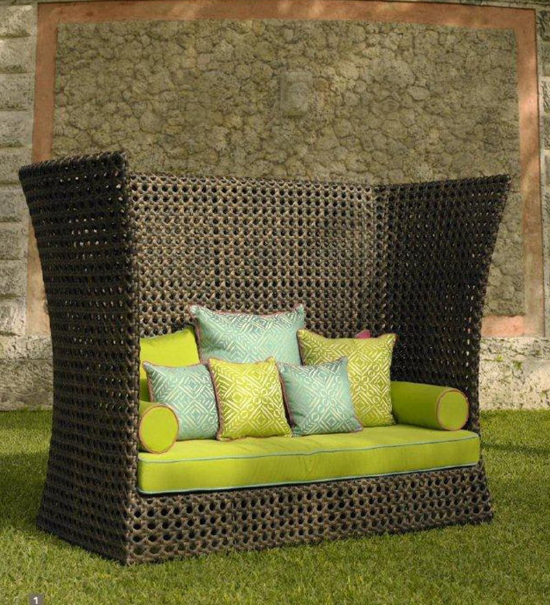How to Buy the Right Outdoor Furniture