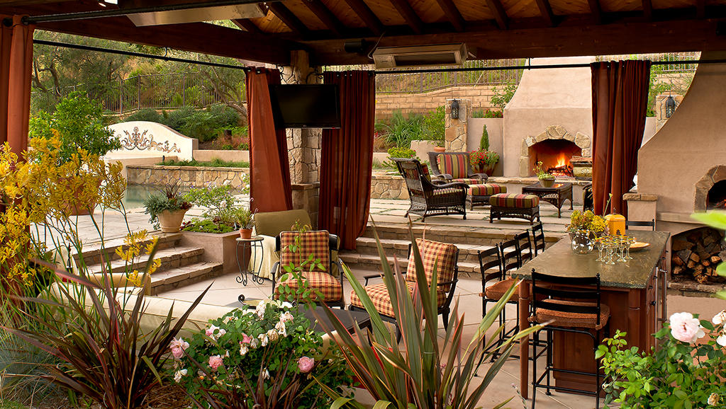4 Practical Ways to Transform Your Outdoor Living Area into a Relaxing and Functional Space